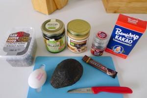 alle ingrediënten voor chocolade avocado koekjes