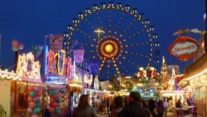 Osterwiese Bremen met het reuzenrad in de avond