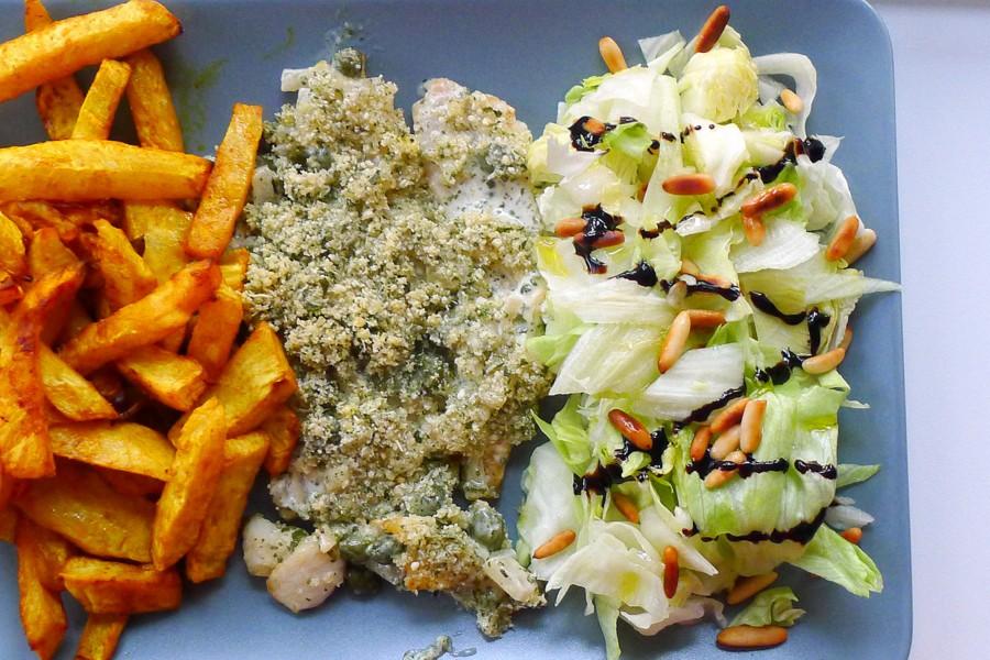 koolhydraatarme knolselderij patat met kabeljauw uit de oven en sla