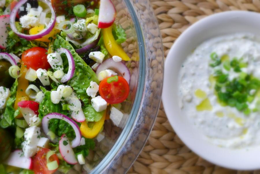 Griekse salade met anijsdressing ~ minder koolhydraten, maximale smaak ~ www.con-serveert.nl