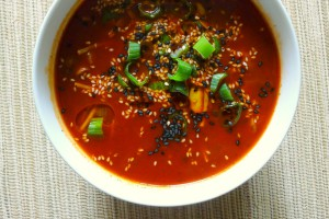 chinese tomatensoep met champignons en bosui