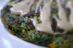 spinazie socca met tahini dressing