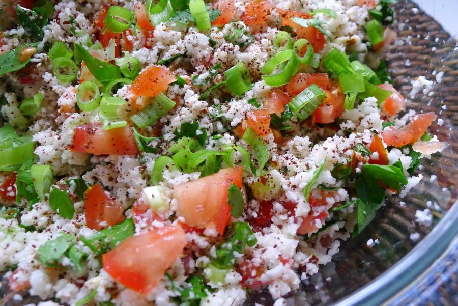 koolhydraatarme tabouleh salade van bloemkool met sumak en zaatar