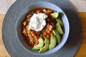 chili sin carne avocado