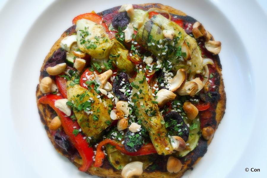 Pizza met geroosterde groente