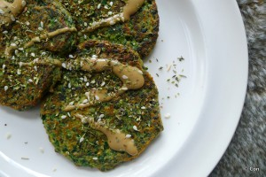 spinazie koekjes tahini dressing