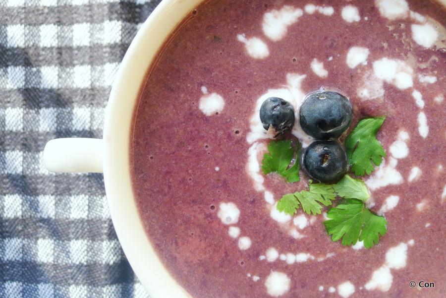 Rode kool soep met bosbessen