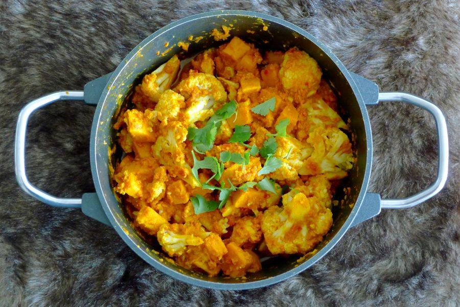 Aloo gobi – Indiase bloemkool curry met zoete aardappel