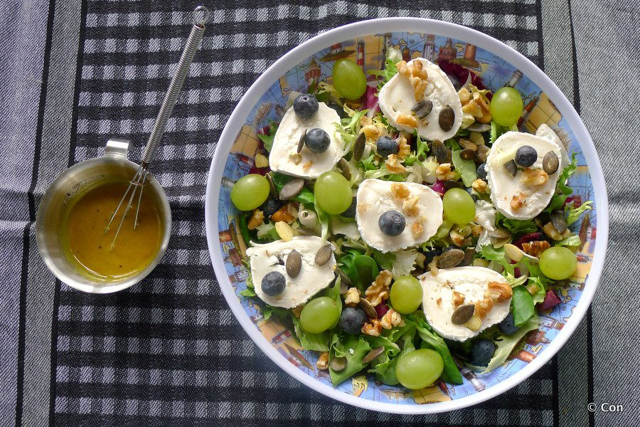 gemengde salade geitenkaas kurkuma dressing