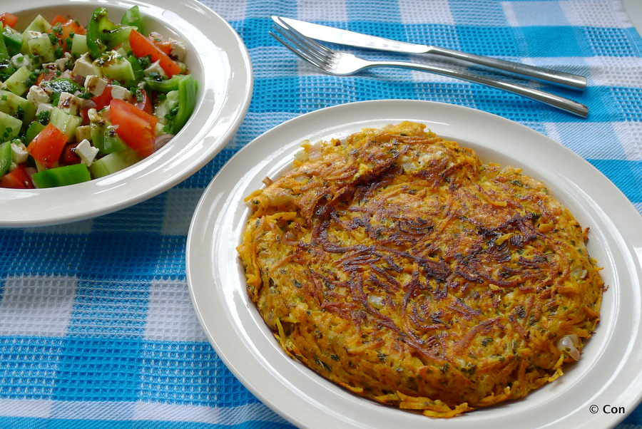 Patatnik met shopska – Bulgaarse aardappel omelet met salade