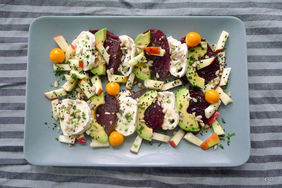 Bietensalade met avocado en geitenkaas