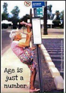 lenige oude vrouw