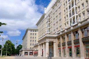 Karl Marx Allee in Berlijn met Russchische architectuur