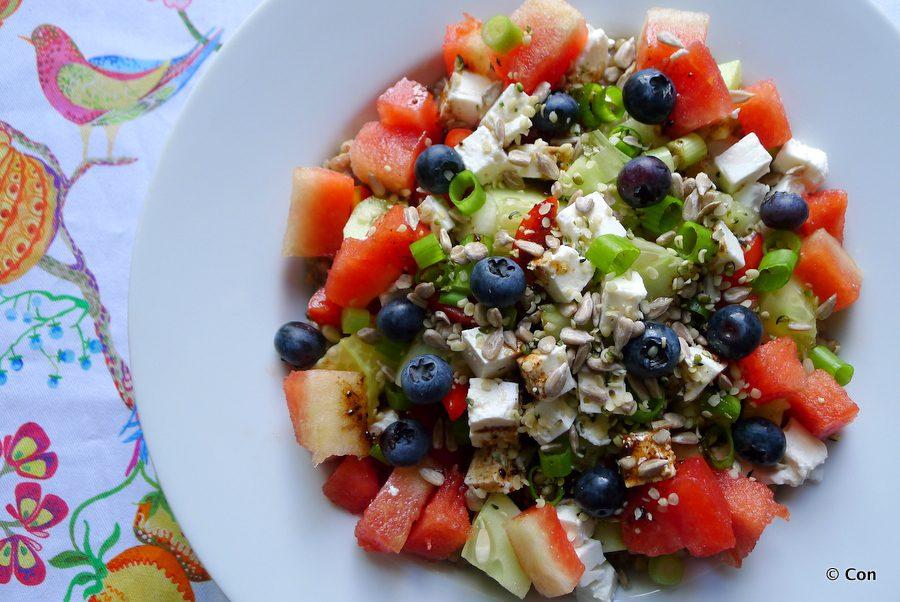 Watermeloen feta salade met komkommer en bosbessen