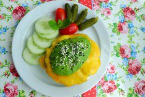 avocado burger met gebakken ei zonder brood