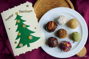 Feestelijke koolhydraatarme kerstrecepten: amandelspijs balletjes, bliss balls
