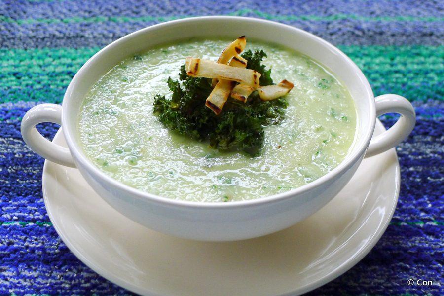 wortelpeterselie soep in een kom