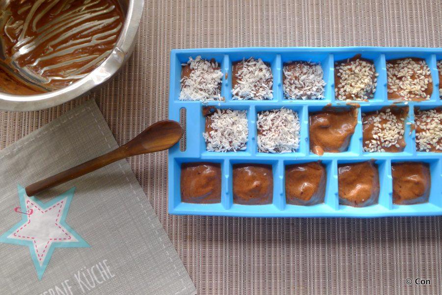 chocolade tahini fatbombs in ijsblokjesvorm