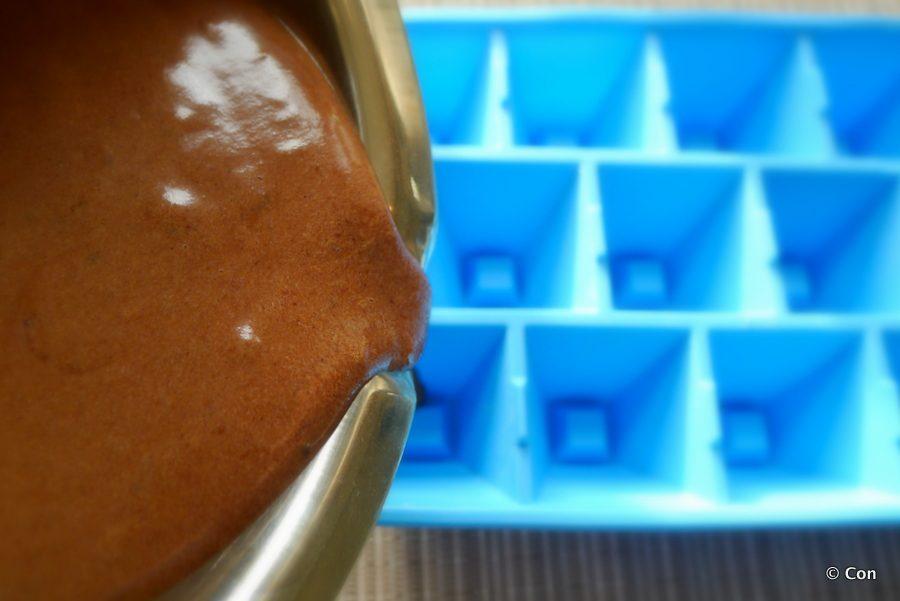 chocolade tahini fatbombs in de maak