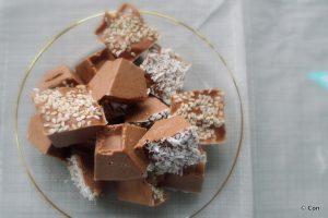 Keto chocolade tahini fatbombs, koolhydraatarm recept ~ minder koolhydraten, maximale smaak ~ www.con-serveert.nl