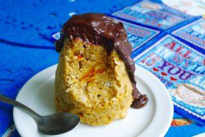 Pompoen mugcake met chocoladesaus