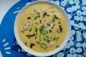 Doesburgse mosterdsoep in een vegan en glutenvrije versie. Dat is smullen! ~ minder koolhydraten, maximale smaak ~ www.con-serveert.nl