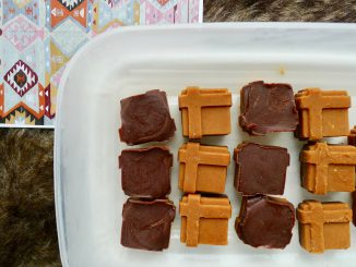 Dubbele pindakaas chocolade fatbombs recept ~ minder koolhydraten, maximale smaak ~ www.con-serveert.nl