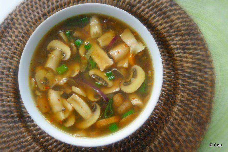 Heldere champignonsoep recept ~ minder koolhydraten, maximale smaak ~ www.con-serveert.nl