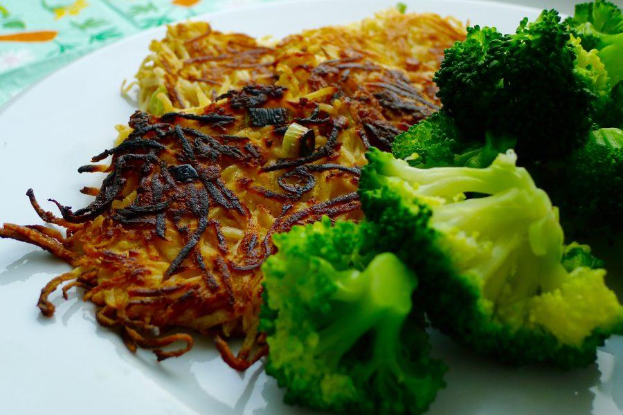 Koolhydraatarme knolselderijburgers recept ~ minder koolhydraten, maximale smaak ~ www.con-serveert.nl