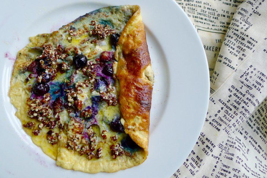 Zoete omelet met bosbessen