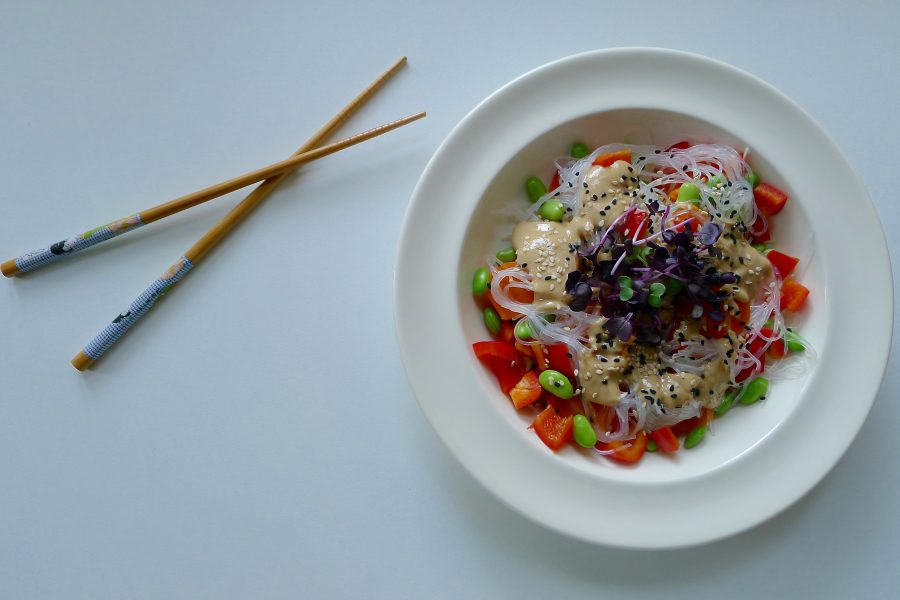 Aziatische noedelsalade recept ~ minder koolhydraten, maximale smaak ~ www.con-serveert.nl