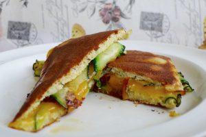 Koolhydraatarme tosti met cheddar en courgette recept ~ minder koolhydraten, maximale smaak ~ www.con-serveert.nl