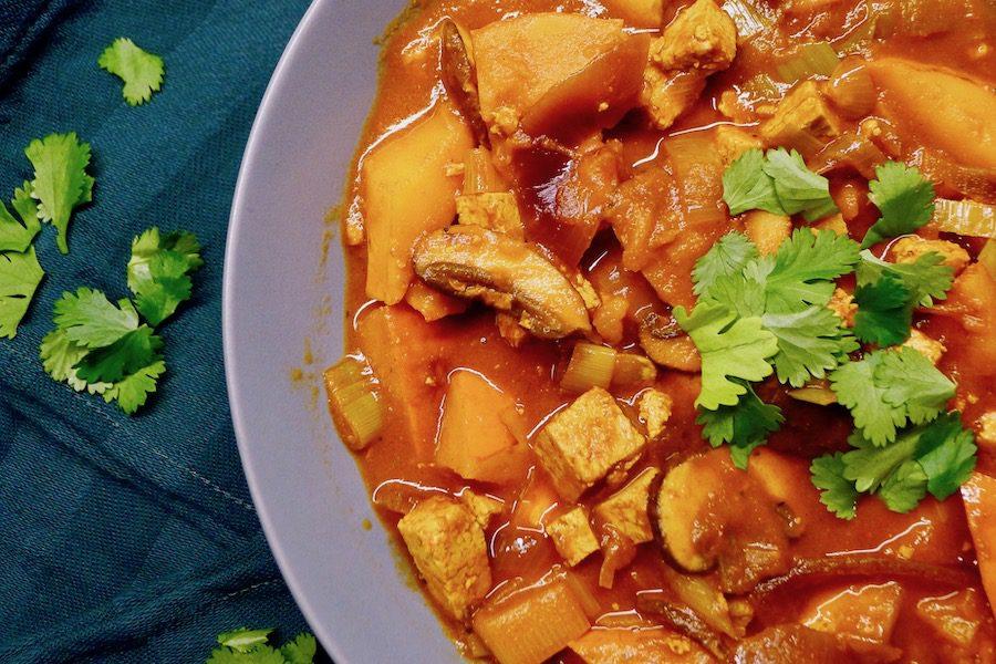 Pompoengoulash, vegan en koolhydraatarm recept ~ minder koolhydraten, maximale smaak ~ www.con-serveert.nl