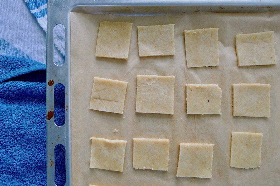 Amandelcrackers, ketogeen recept ~ minder koolhydraten, maximale smaak ~ www.con-serveert.nl