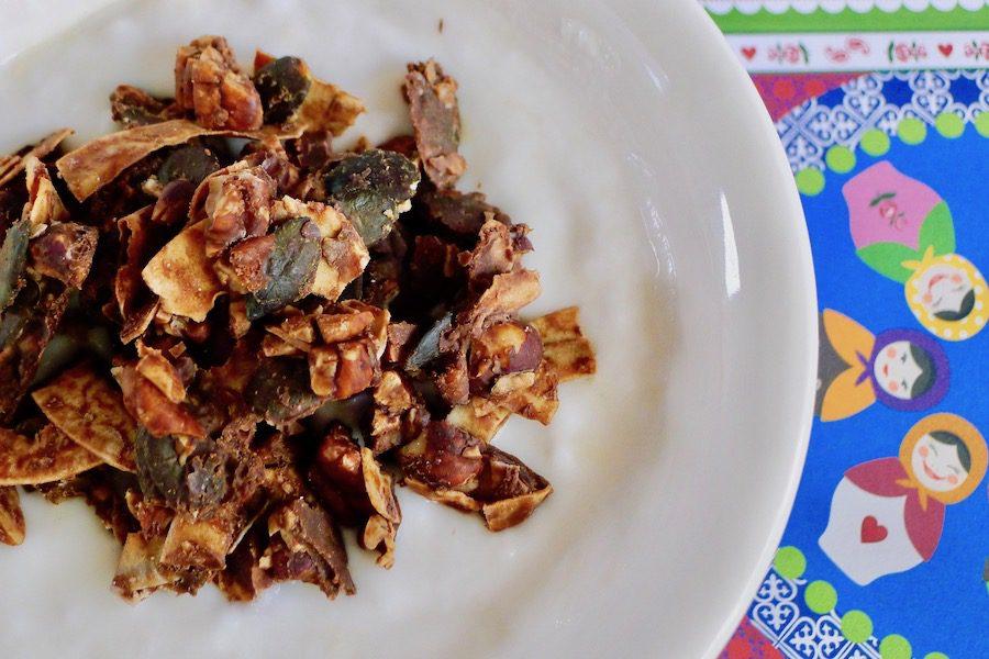 Crunchy keto granola met cacaoboter recept ~ minder koolhydraten, maximale smaak ~ www.con-serveert.nl