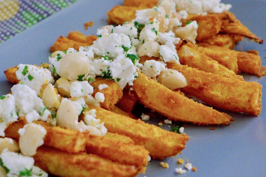 Koolraap frietjes uit de oven met feta en macadamia noten, koolhydraatarm vegetarisch recept ~ minder koolhydraten, maximale smaak ~ www.con-serveert.nl