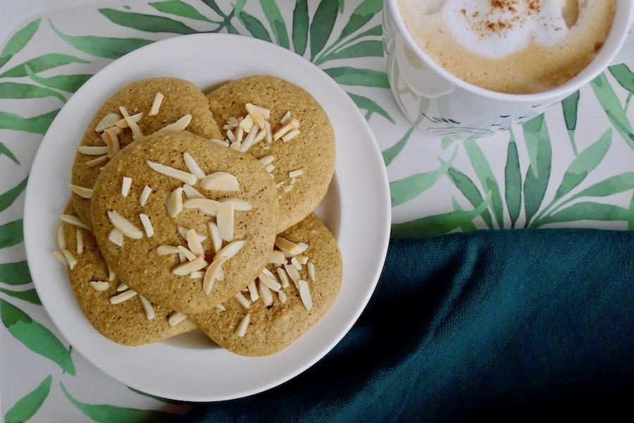 Koolhydraatarme mini amandel koffie eierkoeken recept - vegetarisch koolhydraatarm genieten begint bij www.con-serveert.nl