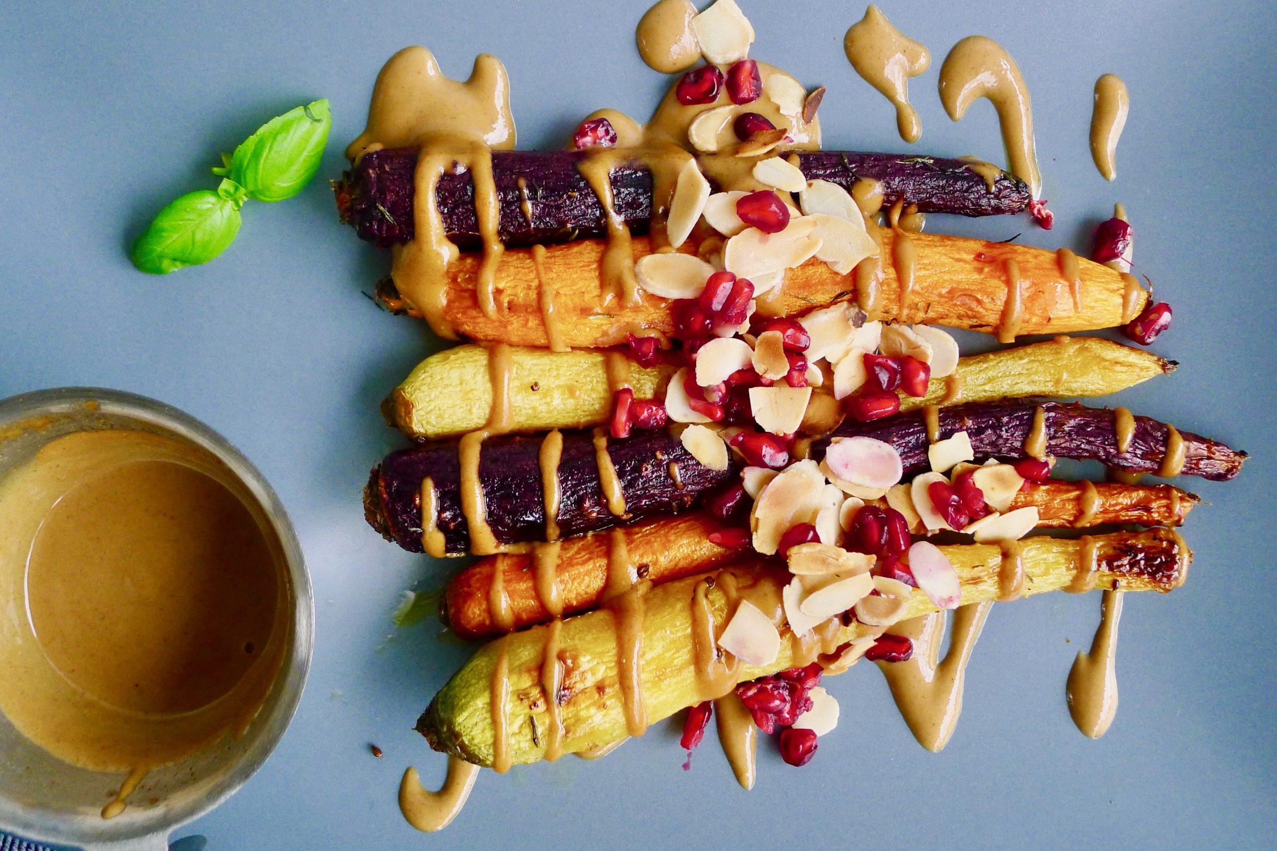 Ovengeroosterde wortelen met miso tahini saus