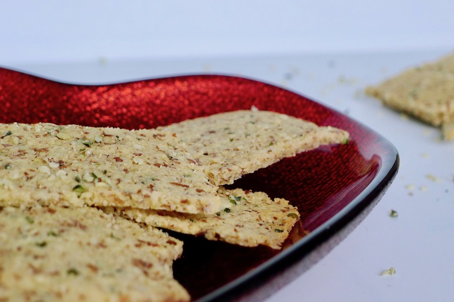 Amandel hennepzaad crackers recept ~ minder koolhydraten, maximale smaak ~ www.con-serveert.nl