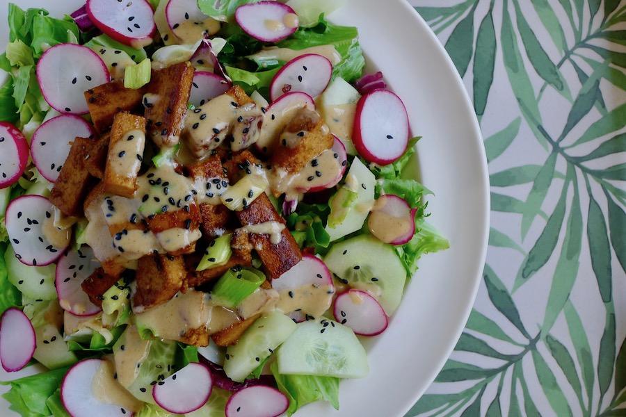 Limoen tofu salade met komkommer en radijs recept - minder koolhydraten, maximale smaak - www.con-serveert.nl