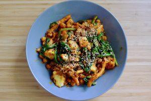 Kikkererwten curry met oesterzwam, spinazie en halloumi recept ~ minder koolhydraten, maximale smaak ~ www.con-serveert.nl