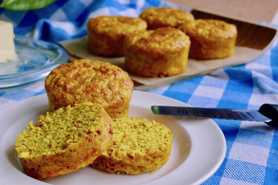 Koolhydraatarme kurkuma broodjes recept ~ minder koolhydraten, maximale smaak ~ www.con-serveert.nl