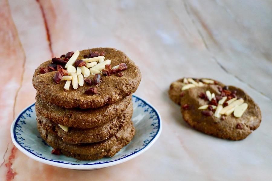 Amandel carobe koekjes, glutenvrij en koolhydraatarm recept ~ minder koolhydraten, maximale smaak ~ www.con-serveert.nl