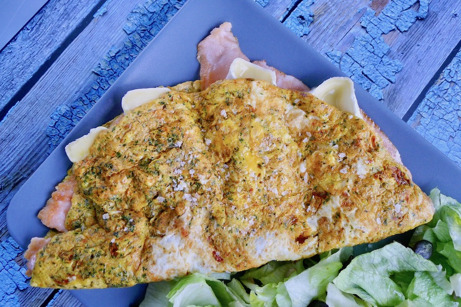 Omelet met zalm en brie recept ~ minder koolhydraten, maximale smaak ~ www.con-serveert.nl