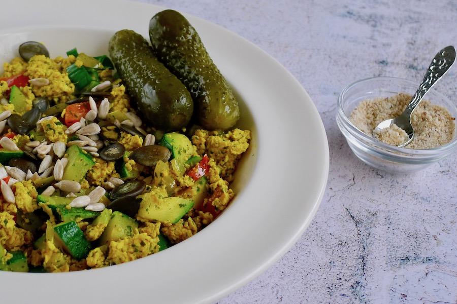 Tofu scramble, koolhydraatarm recept ~ minder koolhydraten, maximale smaak ~ www.con-serveert.nl