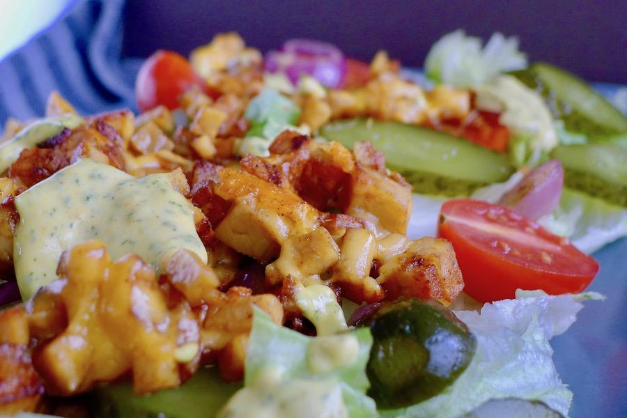 Koolhydraatarme Big Mac salade recept, vegetarisch ~ minder koolhydraten, maximale smaak ~ www.con-serveert.nl