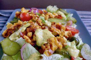 Koolhydraatarme vegetarische Big Mac salade recept ~ minder koolhydraten, maximale smaak ~ www.con-serveert.nl
