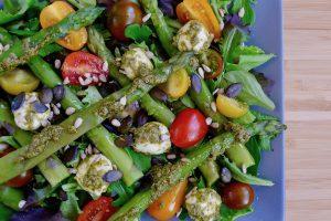 Salade Caprese met groene asperges recept ~ minder koolhydraten, maximale smaak ~ www.con-serveert.nl