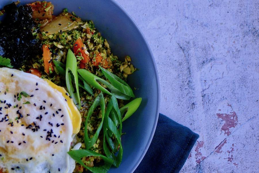 Kimchi broccoli rijst recept ~ minder koolhydraten, maximale smaak ~ www.con-serveert.nl