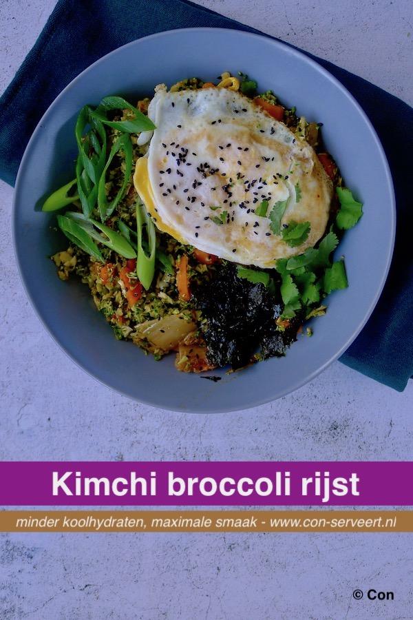 Broccolirijst met kimchi en een gebakken ei recept ~ minder koolhydraten, maximale smaak ~ www.con-serveert.nl